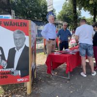 SPD-Infostand mit Personen